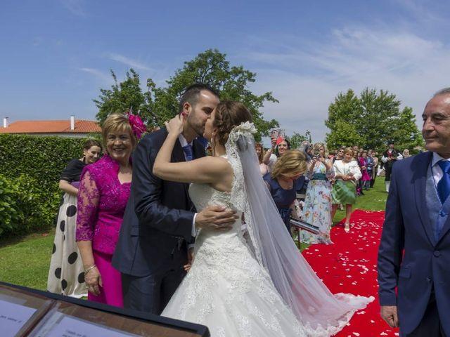 La boda de Dani y Tania en Quintueles, Asturias 19
