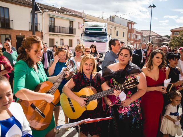 La boda de Sandra y Juan en Navas De Oro, Segovia 43