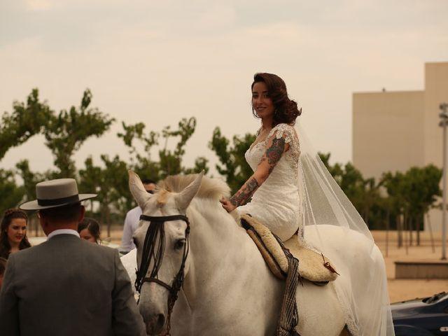 La boda de Juan  y Rocio  en Castelló/castellón De La Plana, Castellón 28
