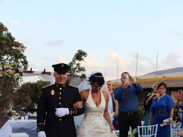 La boda de Antonio Cabrera Luchoro y Erika Martin Perdomo en Telde, Las Palmas 12