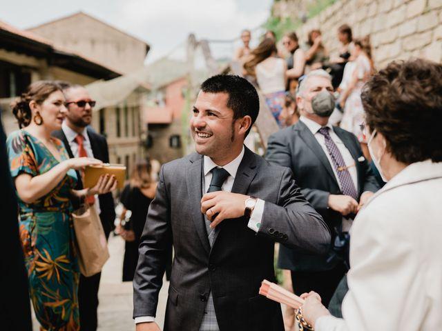 La boda de Irati y Raul en Donostia-San Sebastián, Guipúzcoa 43