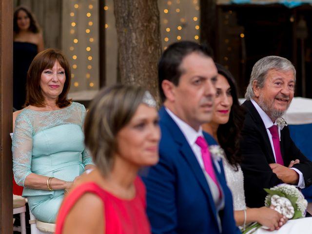 La boda de Kike y Cristina en Carrion De Calatrava, Ciudad Real 24