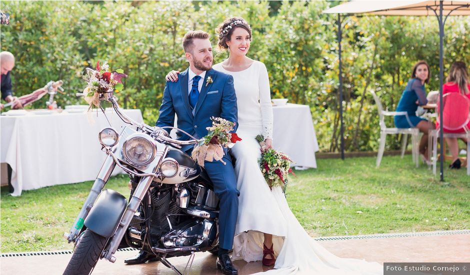 La boda de Alex y Zaira en Luanco, Asturias