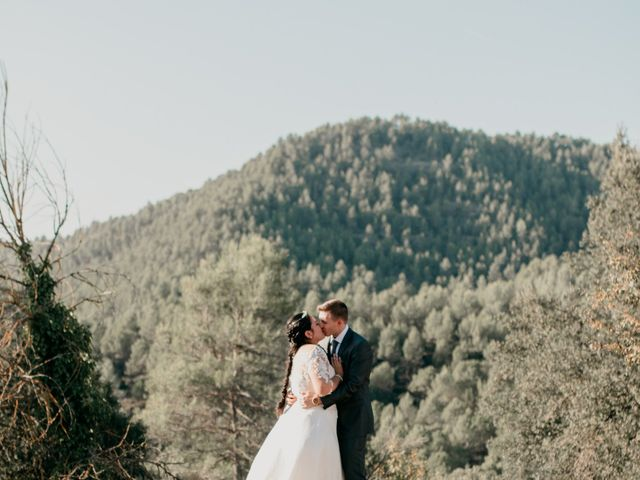 La boda de Toni y Lisseth en El Pont De Vilumara I Rocafort, Barcelona 36