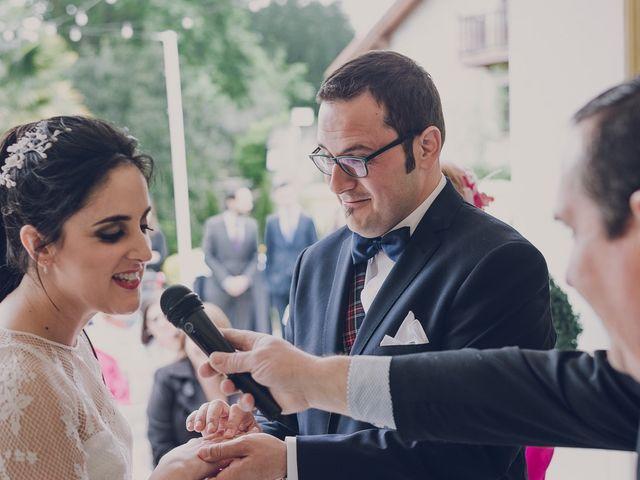 La boda de Julio y Raquel en Villasevil, Cantabria 42