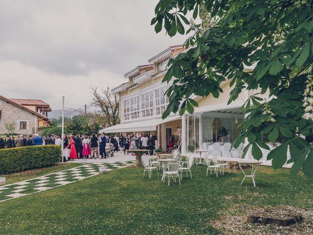 La boda de Julio y Raquel en Villasevil, Cantabria 51