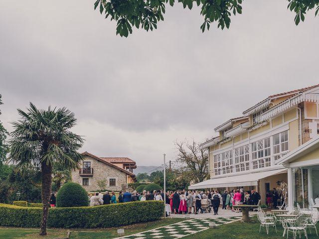 La boda de Julio y Raquel en Villasevil, Cantabria 52