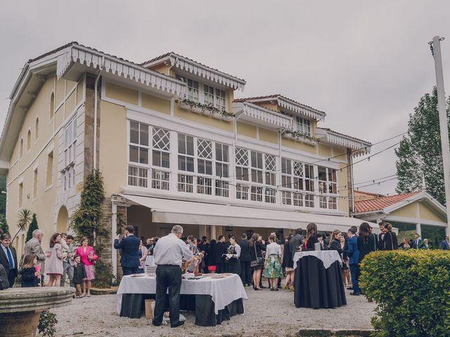La boda de Julio y Raquel en Villasevil, Cantabria 53
