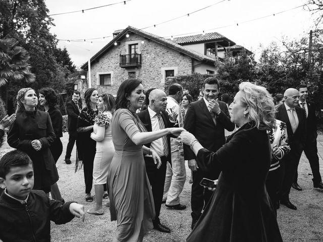 La boda de Julio y Raquel en Villasevil, Cantabria 124