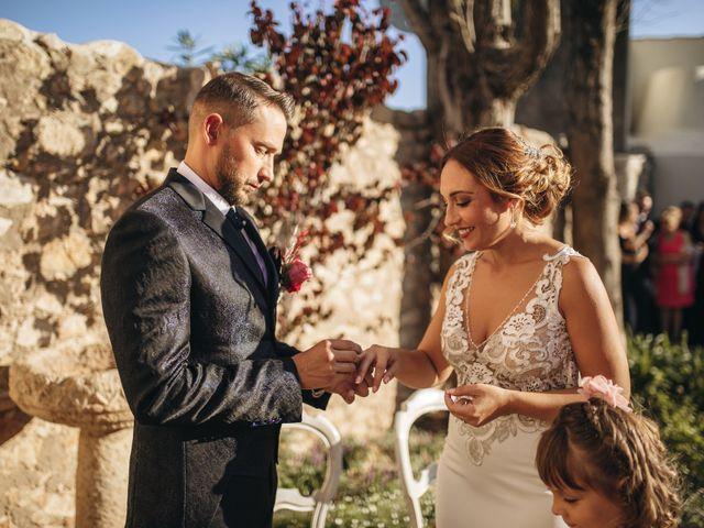 La boda de Edu y Raquel en La Riera De Gaia, Tarragona 15