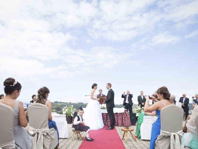 La boda de Miguel y Sara en Soto Del Barco, Asturias 13