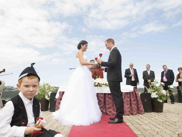 La boda de Miguel y Sara en Soto Del Barco, Asturias 14
