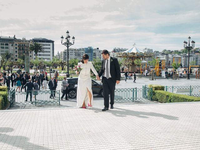 La boda de Santi y Olatz en Donostia-San Sebastián, Guipúzcoa 16