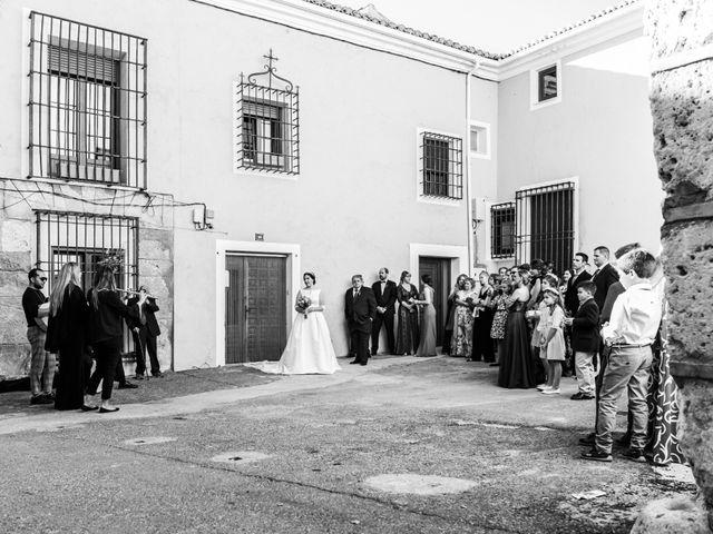 La boda de Isaac y Beatriz en Saelices, Cuenca 21