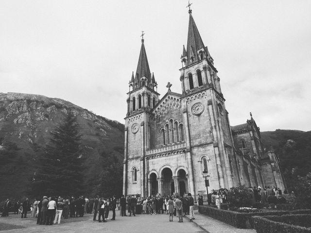 La boda de Rubén y Belén en Cangas De Onis, Asturias 34