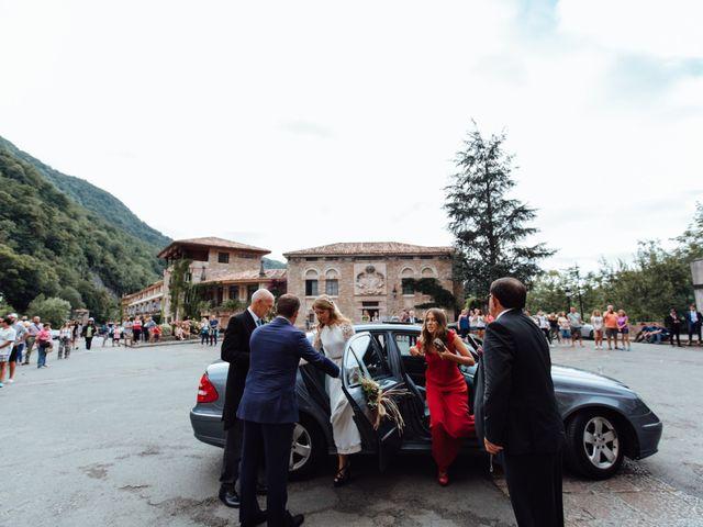 La boda de Rubén y Belén en Cangas De Onis, Asturias 35