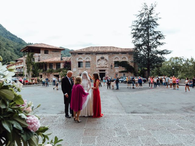 La boda de Rubén y Belén en Cangas De Onis, Asturias 39