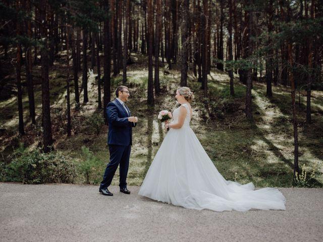 La boda de Raúl y Cristina en San Leonardo De Yague, Soria 28