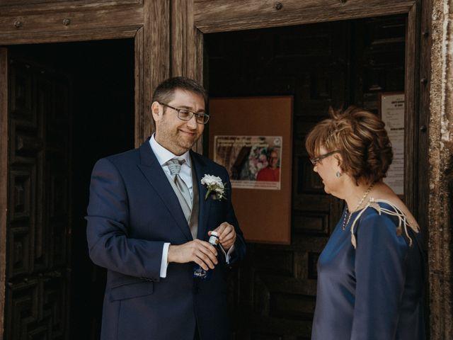 La boda de Raúl y Cristina en San Leonardo De Yague, Soria 44