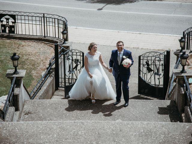 La boda de Raúl y Cristina en San Leonardo De Yague, Soria 54
