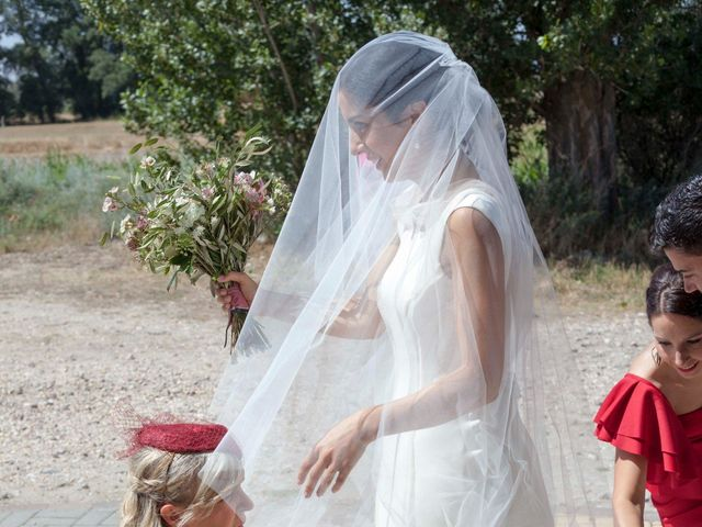La boda de Santi y Esther en San Bernardo, Valladolid 24