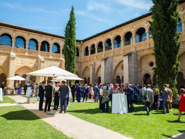 La boda de Santi y Esther en San Bernardo, Valladolid 43