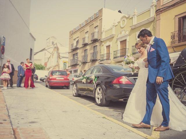 La boda de Macarena y José Antonio en Dos Hermanas, Sevilla 17