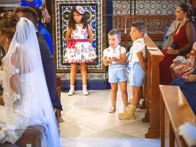La boda de Macarena y José Antonio en Dos Hermanas, Sevilla 20