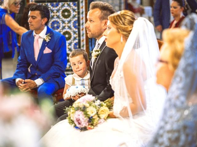 La boda de Macarena y José Antonio en Dos Hermanas, Sevilla 25