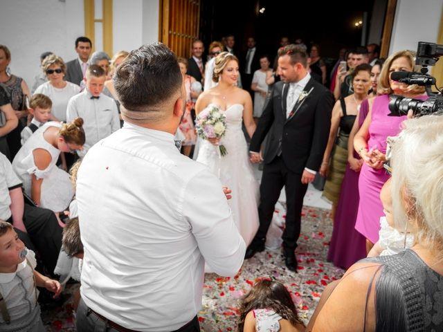 La boda de Macarena y José Antonio en Dos Hermanas, Sevilla 37