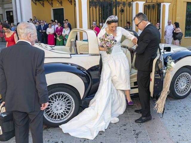 La boda de Miguel Ángel y Mari Trini en Sevilla, Sevilla 13