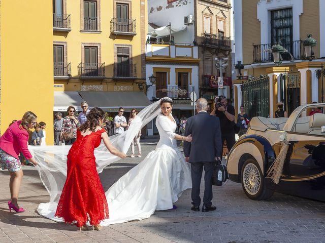 La boda de Miguel Ángel y Mari Trini en Sevilla, Sevilla 14