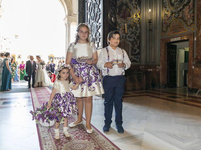La boda de Miguel Ángel y Mari Trini en Sevilla, Sevilla 17