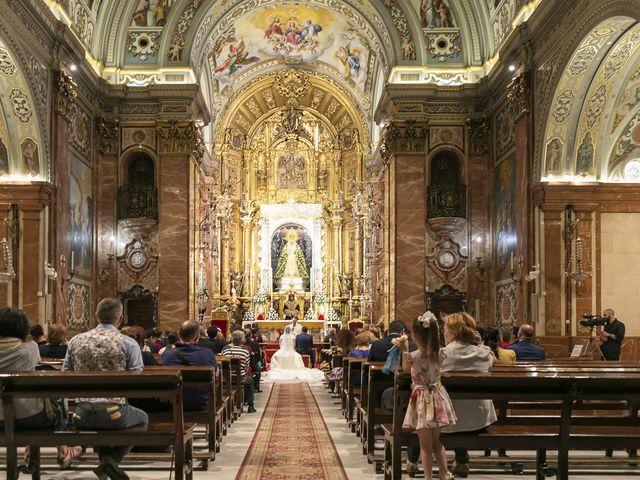 La boda de Miguel Ángel y Mari Trini en Sevilla, Sevilla 23