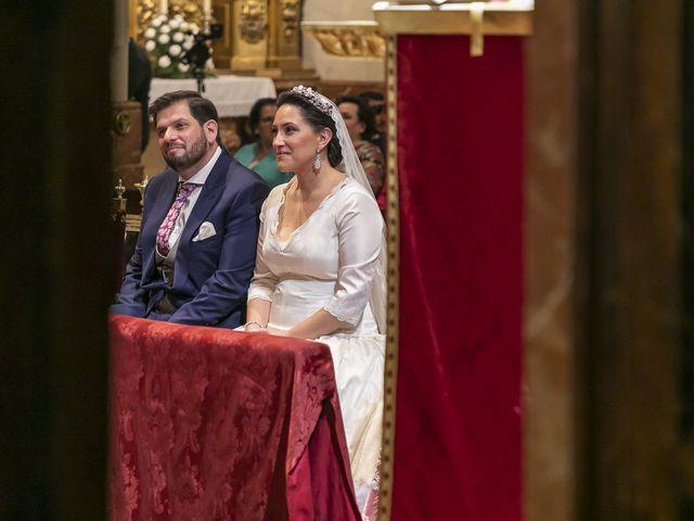 La boda de Miguel Ángel y Mari Trini en Sevilla, Sevilla 24
