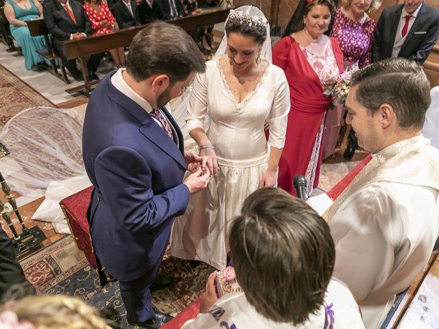 La boda de Miguel Ángel y Mari Trini en Sevilla, Sevilla 27