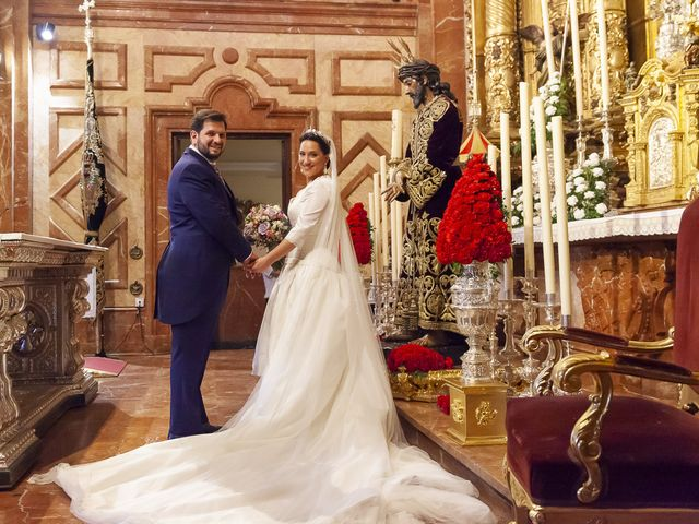 La boda de Miguel Ángel y Mari Trini en Sevilla, Sevilla 33