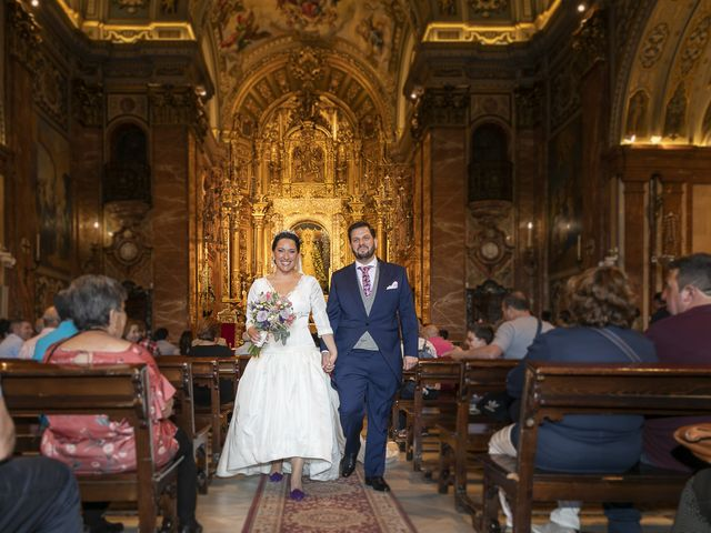 La boda de Miguel Ángel y Mari Trini en Sevilla, Sevilla 37