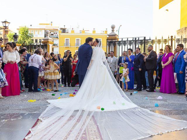 La boda de Miguel Ángel y Mari Trini en Sevilla, Sevilla 40