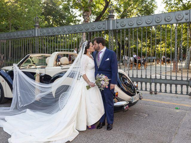 La boda de Miguel Ángel y Mari Trini en Sevilla, Sevilla 44