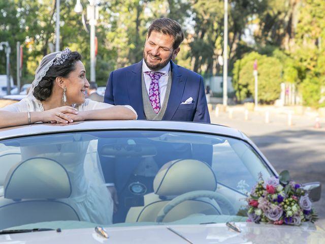 La boda de Miguel Ángel y Mari Trini en Sevilla, Sevilla 47