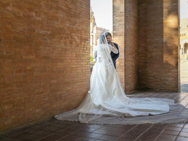 La boda de Miguel Ángel y Mari Trini en Sevilla, Sevilla 54