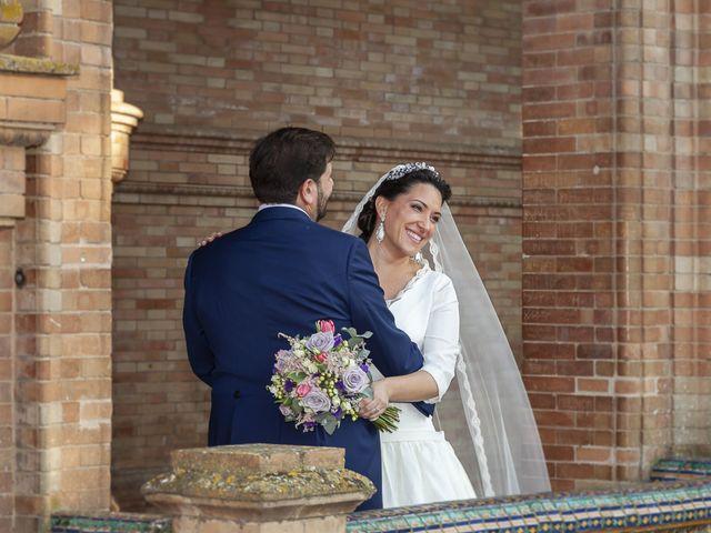 La boda de Miguel Ángel y Mari Trini en Sevilla, Sevilla 55