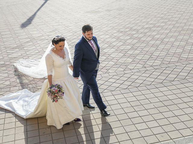 La boda de Miguel Ángel y Mari Trini en Sevilla, Sevilla 57