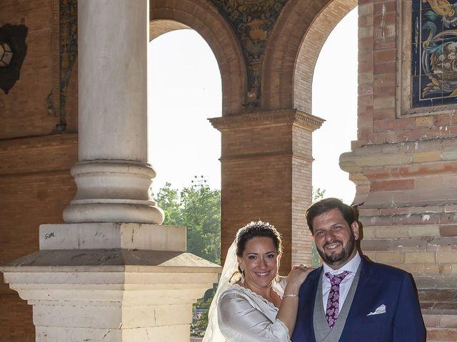 La boda de Miguel Ángel y Mari Trini en Sevilla, Sevilla 63