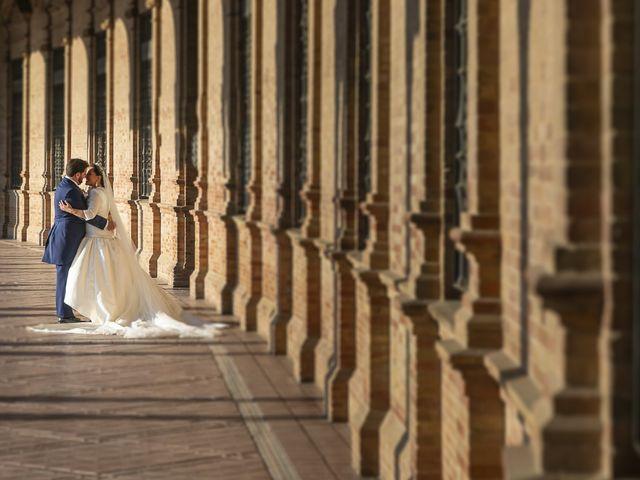 La boda de Miguel Ángel y Mari Trini en Sevilla, Sevilla 64