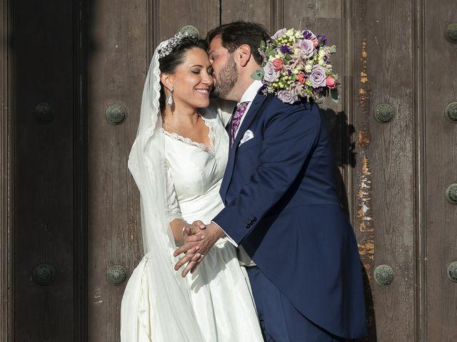 La boda de Miguel Ángel y Mari Trini en Sevilla, Sevilla 66