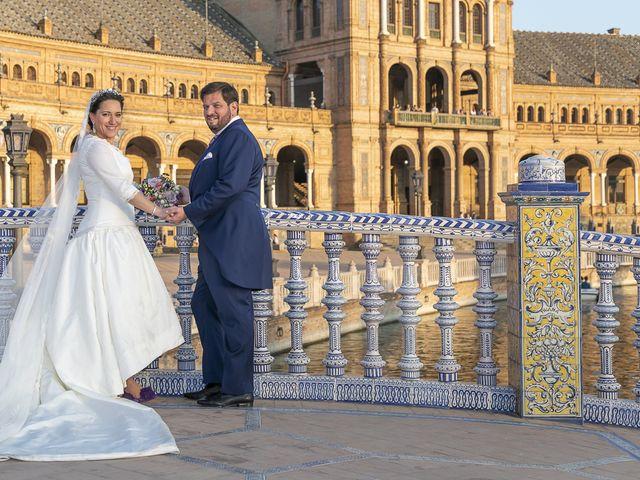 La boda de Miguel Ángel y Mari Trini en Sevilla, Sevilla 87