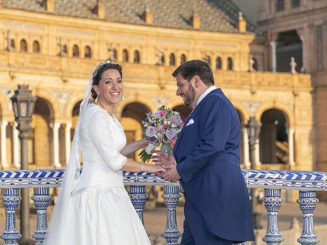 La boda de Miguel Ángel y Mari Trini en Sevilla, Sevilla 88