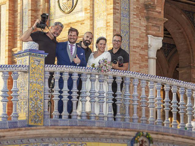 La boda de Miguel Ángel y Mari Trini en Sevilla, Sevilla 89